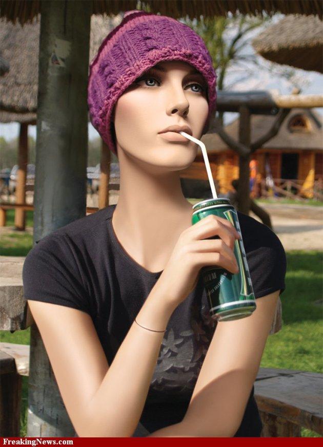 tanpa izin dari sini http://www.freakingnews.com/Living-Mannequins-Pictures---1184.asp
